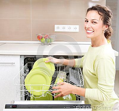 Посудомоечная машина — не роскошь, а надёжный помощник